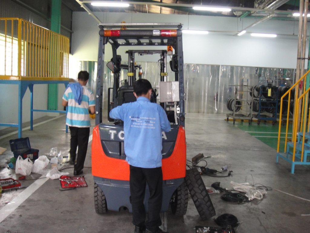 lắp đặt thiết bị cảnh báo tốc độ xe nâng tại nhà máy Yokohama