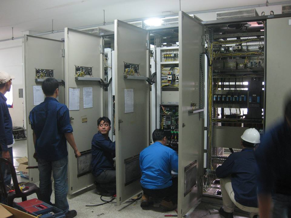 Tủ điện treo tường