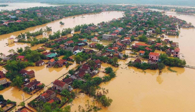Chia sẻ nỗi đau lũ lụt ở miền Trung
